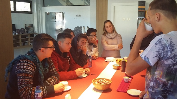 Los alumnos del PFI de restauración visitan Café Saula