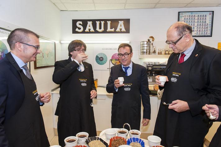 Rebem la visita del president Puigdemont en el 65è aniversari de Café Saula