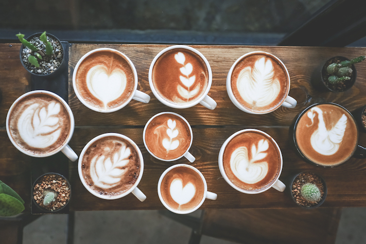 Cups-of-coffee-with-beautiful-latte-art